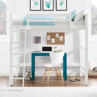 Светлая кровать-чердак для девочки-подростка